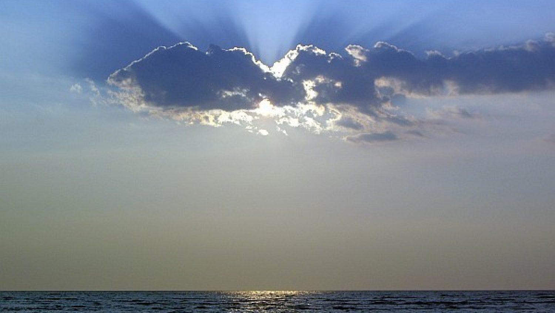 swiatobrazu.pl -niebo-02-slonce-w-chmurze